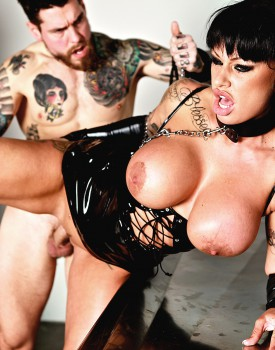 Cum Loving Cougar Kerry Louise Satisfies Her Hunger For Cock-10