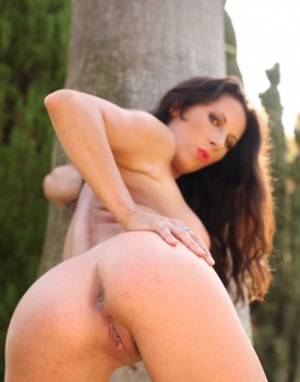Milf Noemi Has a Threeway With Two Hard Cocks Outside-1