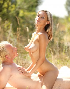 Tracy Smile and Her Man Go For a Picnic and Passionately Fuck-6