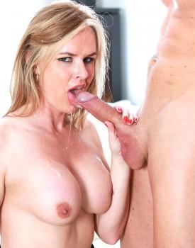 Experienced Cougar Summer Rose Gets a Big Facial-11