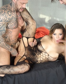 Bubble Butt Anna Polina Gets an Anal Creampie-11