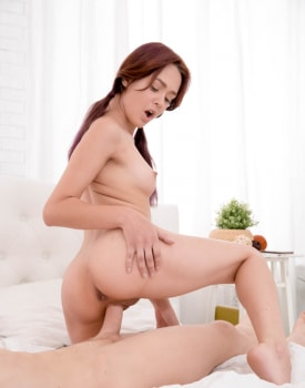 Michelle Carr, sexy girls fuck before breakfast-5