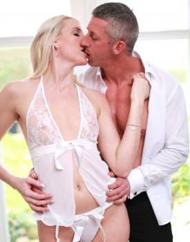 Lexi Lou is a Babe With a Hunger For Hard Cock-3
