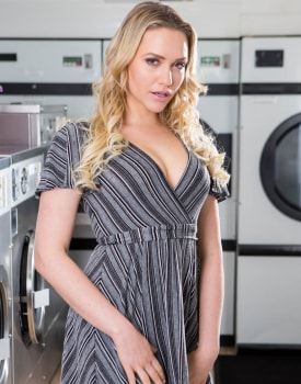 Mia Malkova, horny in the laundrette -0