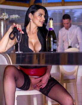 Ania Kinski, the MILF and the Waiter-5
