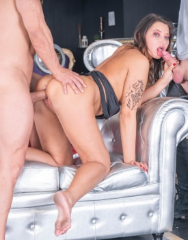 Biker chick Anna Polina enjoys threesome & DP-5