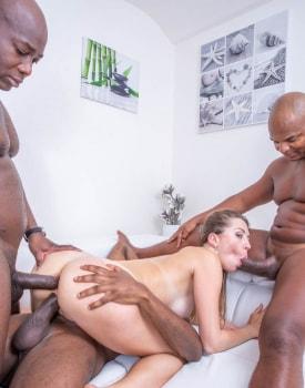 Paulina Soul debuts in interracial gangbang-8