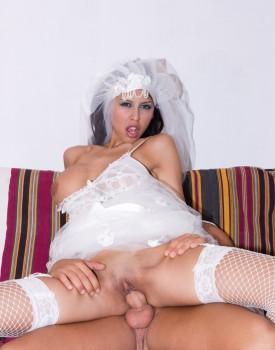 Latina Alejandra Maderos is a Slutty Bride to Be Who Loves Cum-5