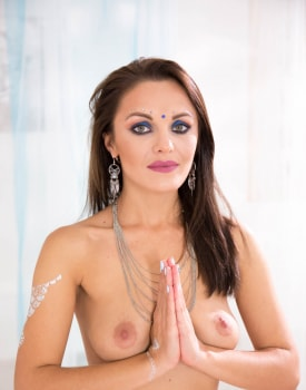 Nicole Love debuts in an anal threesome with Dominica Phoenix -1