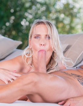 Anal pounding with MILF Julia Pink-9
