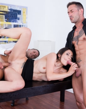 Valentina Bianco Finishes With a Red Ass After a DP Trio-6