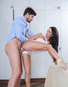 Stunning Brunette Shows Off Rimming Talent-4